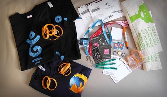 De nombreux cadeaux obtenus à Paris Web (t-shirts, bracelets, stylos, etc.)