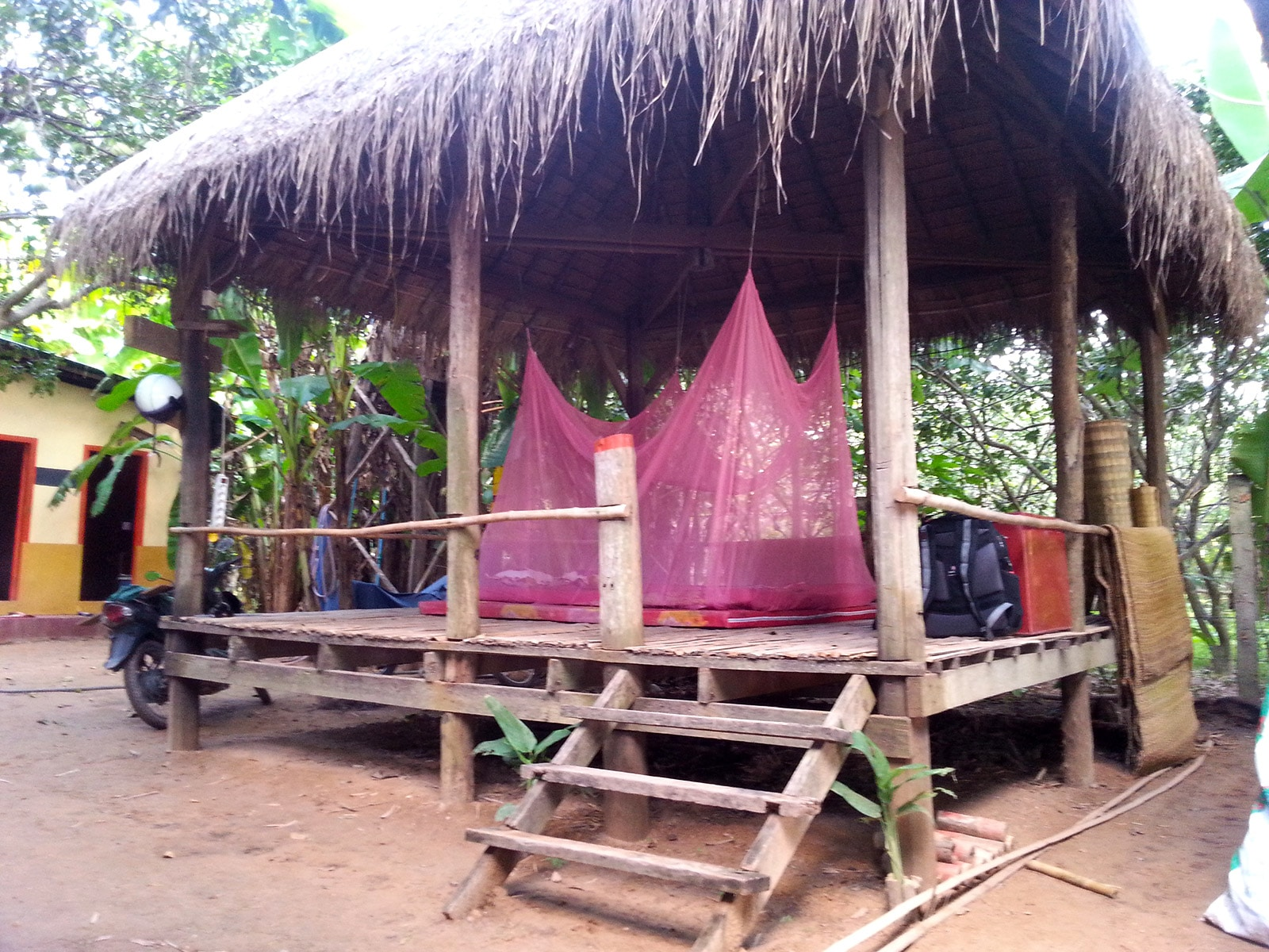 Un toit, un matelas et une moustiquaire, que demander de plus ? (Koh Pen, Cambodge)