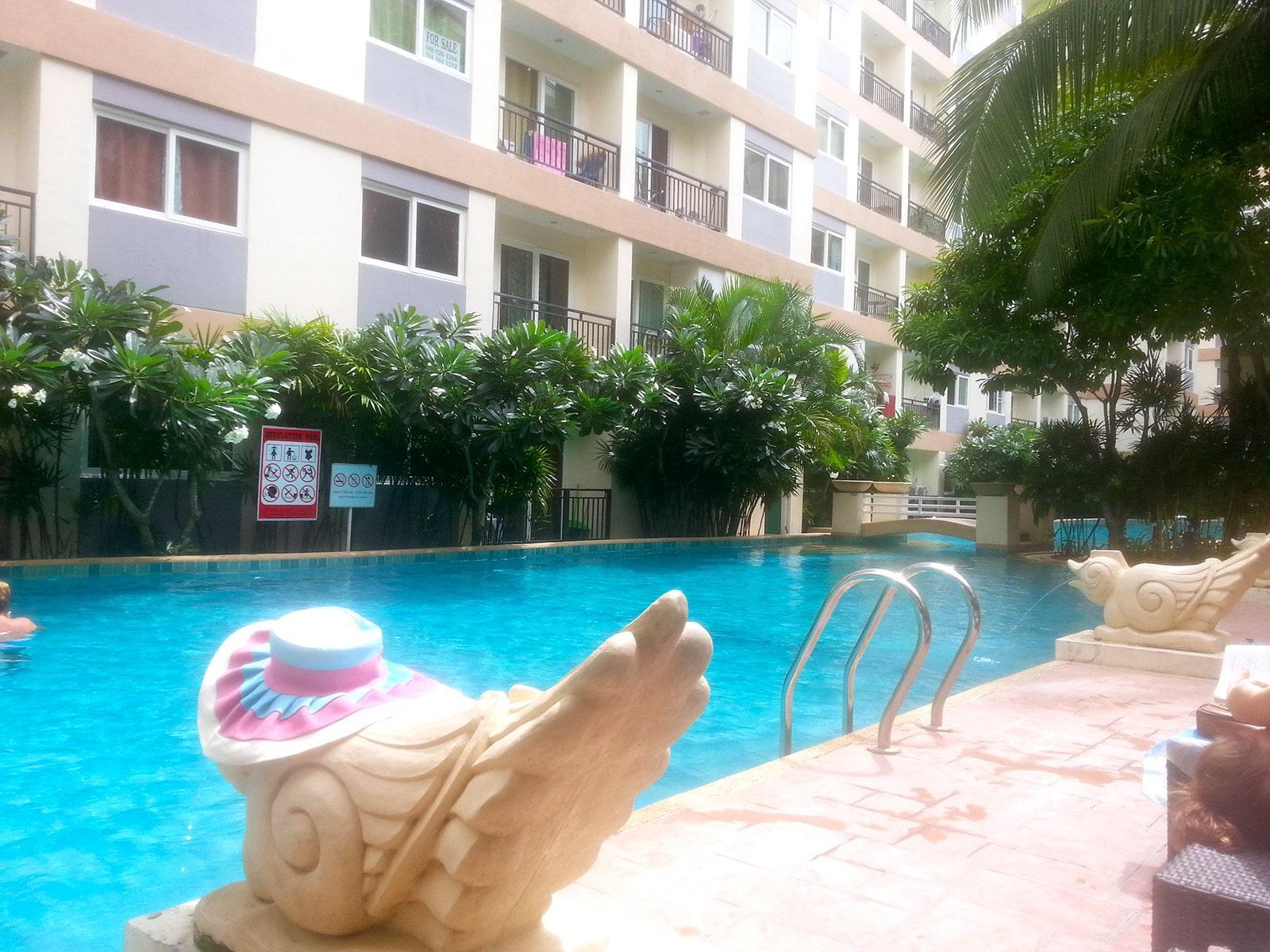 Petit apparemment, piscine, salle de sport : 250€/mois. (Thaïlande)